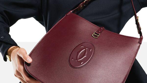 Новая коллекция женских сумок и аксессуаров из кожи MUST DE CARTIER - Sputnik Азербайджан