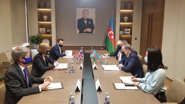 Министр иностранных дел Азербайджана Джейхун Байрамов встретился с находящейся с визитом в Азербайджане государственным министром Великобритании по вопросам европейского соседства и Америки Венди Мортон - Sputnik Азербайджан