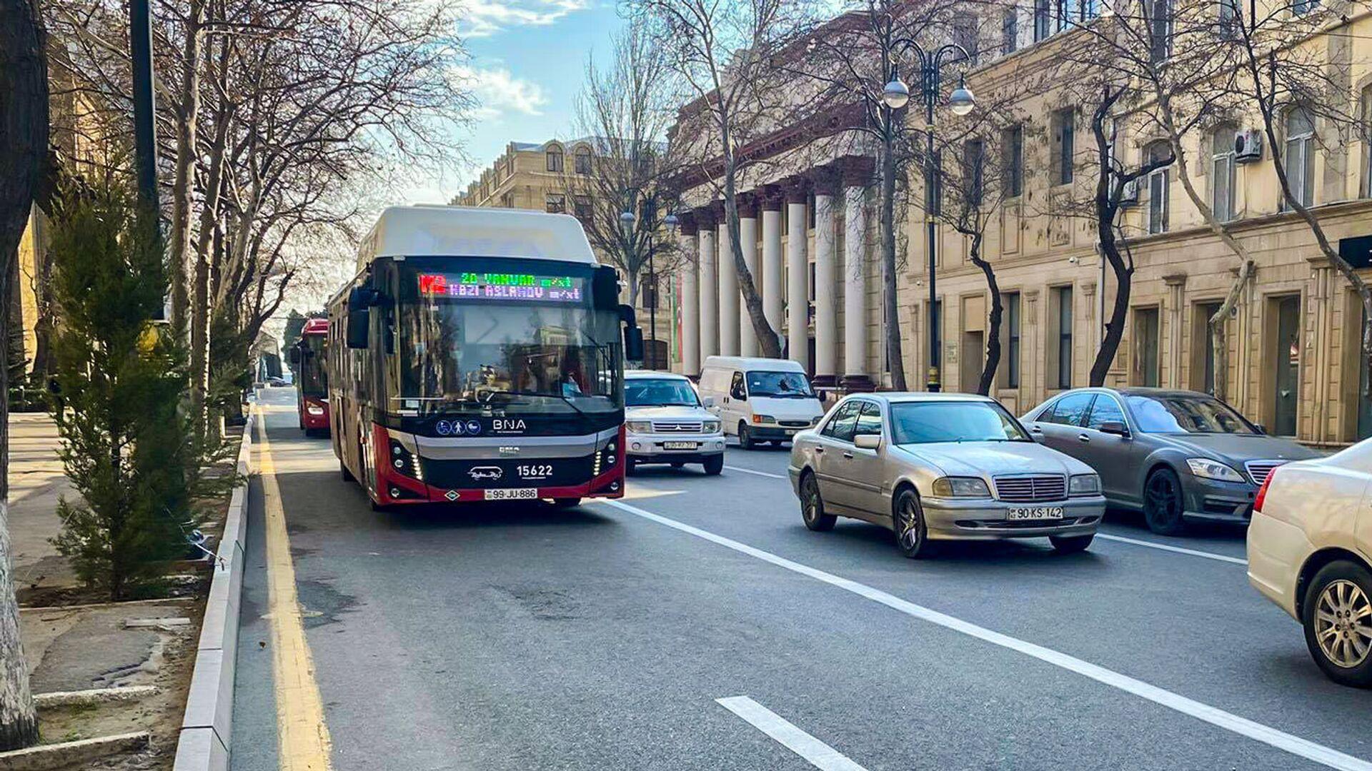 Автобус на спецполосе в Баку, фото из архива - Sputnik Азербайджан, 1920, 07.10.2021