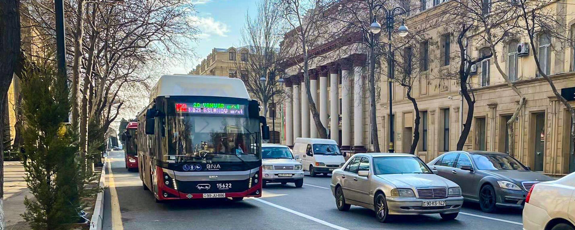 Автобус на спецполосе в Баку, фото из архива - Sputnik Азербайджан, 1920, 27.02.2021