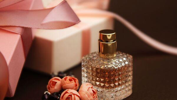 Что подарить любимому человеку. 5 классных ароматов не дороже 250 манат - Sputnik Азербайджан