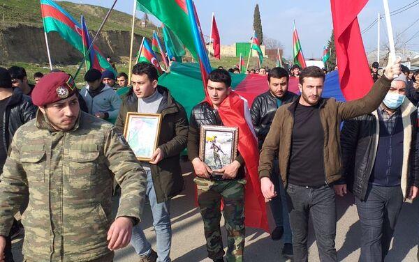 Похороны шехида Агаева Амираги в Шабране - Sputnik Азербайджан