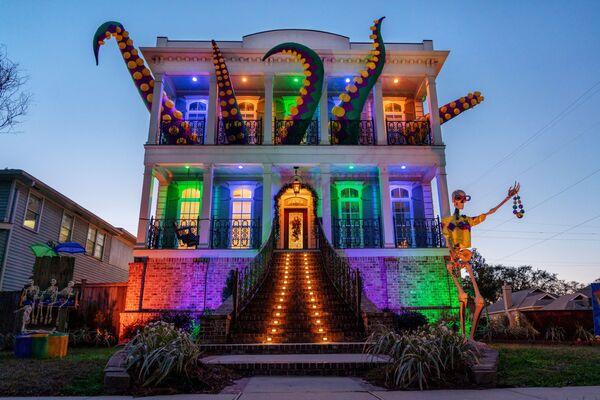 Украшенный в честь Марди Гра дом в Новом Орлеане, США - Sputnik Азербайджан