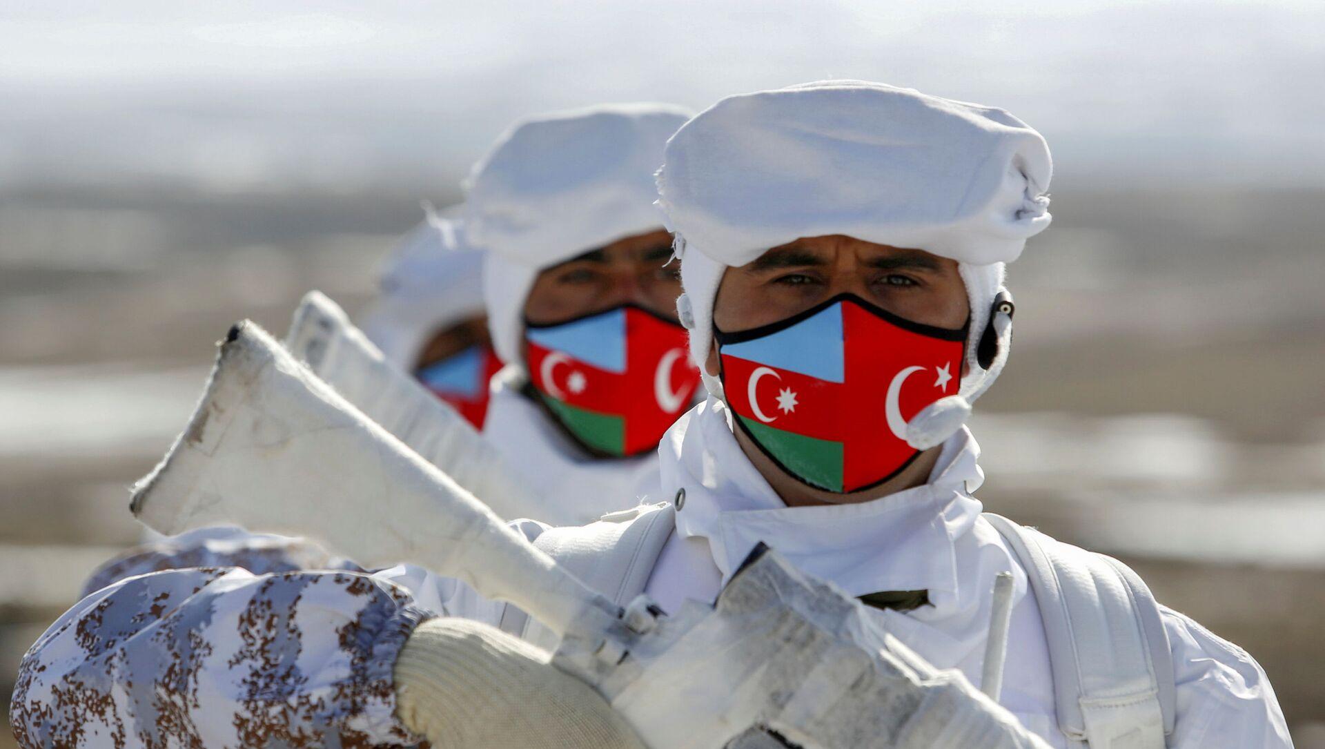 Азербайджанские и турецкие военнослужащие на «Зимних учениях 2021» в Карсе - Sputnik Азербайджан, 1920, 04.04.2021