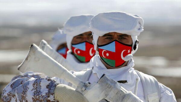 Азербайджанские и турецкие военнослужащие на «Зимних учениях 2021» в Карсе - Sputnik Азербайджан