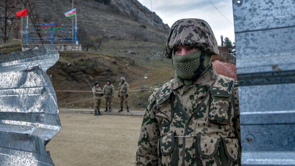 Военнослужаюший в городе Шуша, фото из архива - Sputnik Азербайджан