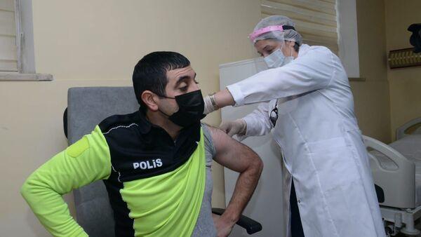 Вакцинация полицейских, фото из архива - Sputnik Азербайджан