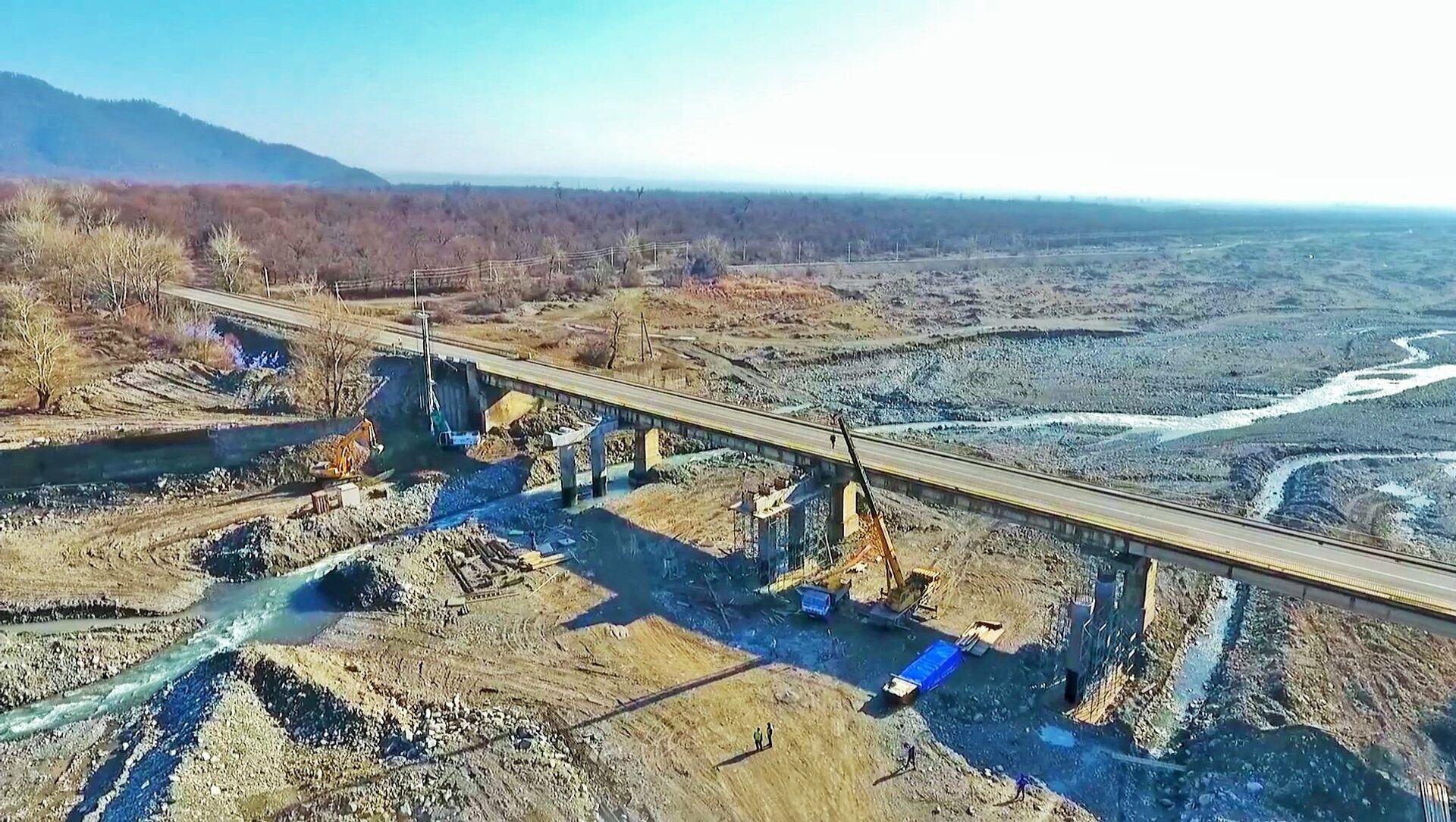 Şimal-qərb istiqamətində yeni yolun və körpülərin inşasına başlanılıb - Sputnik Азербайджан, 1920, 13.02.2021