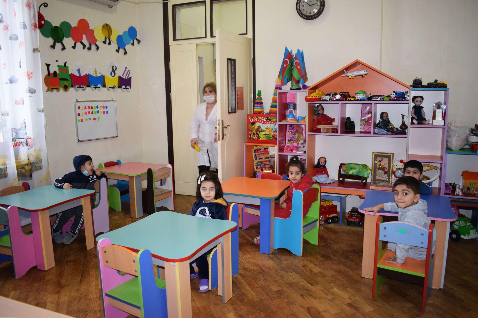 Удобно и безопасно: в Баку заработали дошкольные учреждения - репортаж - Sputnik Азербайджан, 1920, 15.02.2021