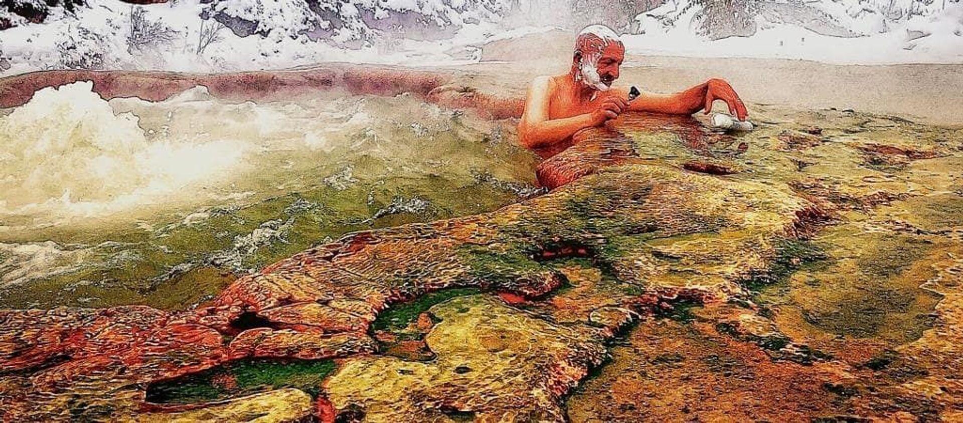 Реза Дегати в термальном источнике в Кельбаджарском районе Азербайджана - Sputnik Азербайджан, 1920, 15.02.2021