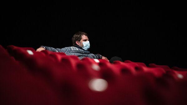 Зритель в кинотеатре, фото из архива - Sputnik Азербайджан