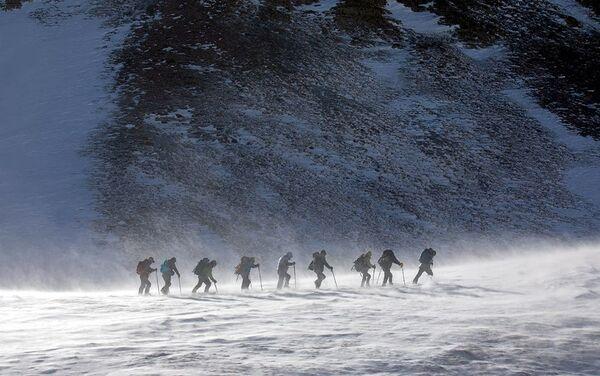 Безымянной высоте восточнее вершины Базардюзю присвоено название Zəfər Zirvəsi - Sputnik Азербайджан