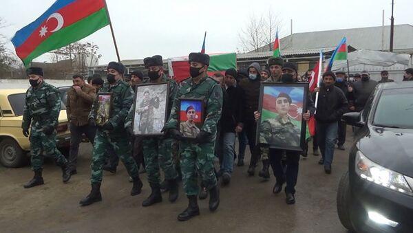 Похороны шехида Акбера Гулиева  - Sputnik Азербайджан