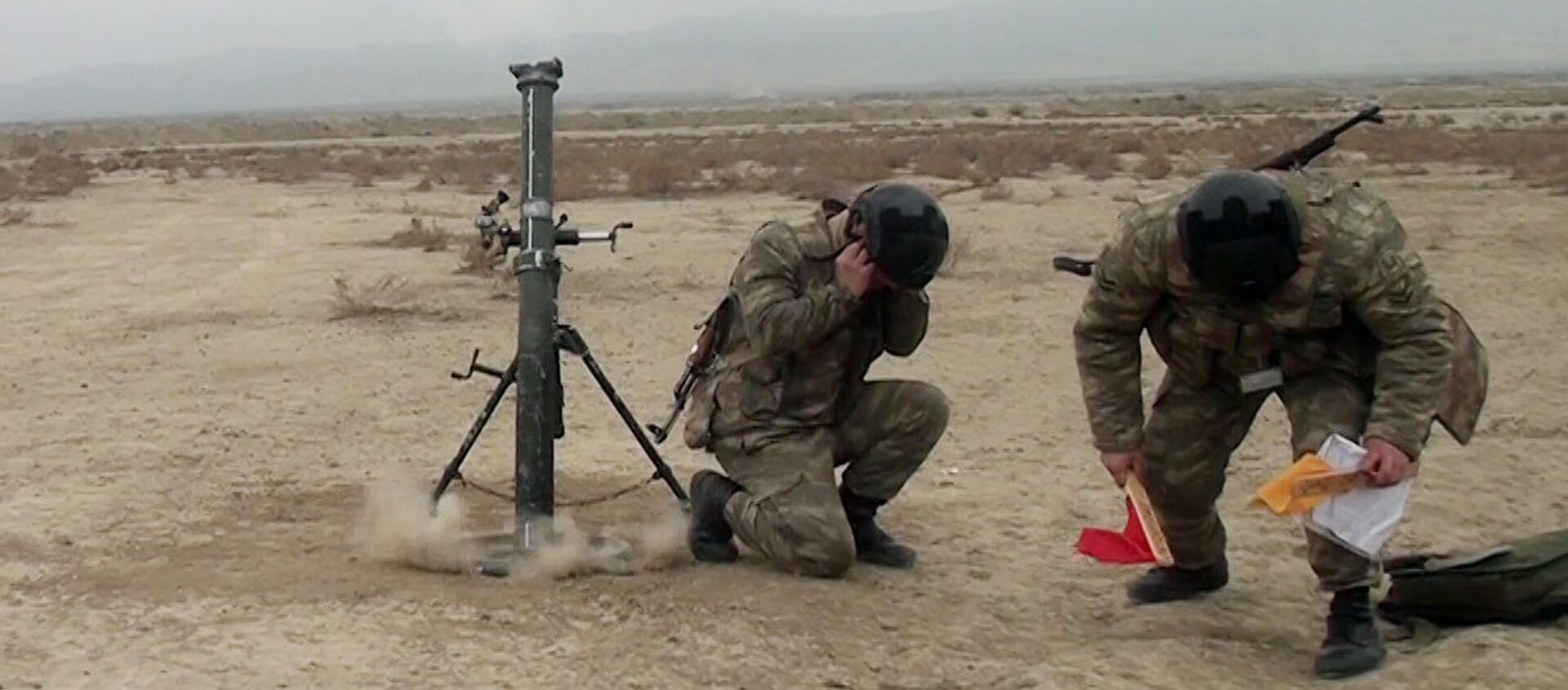 Минометные батареи проводят учебные тренировки с боевой стрельбой - Sputnik Азербайджан, 1920, 17.02.2021