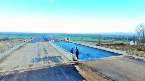 Новая автомобильная дорога М-1 Баку-Губа - Sputnik Azərbaycan