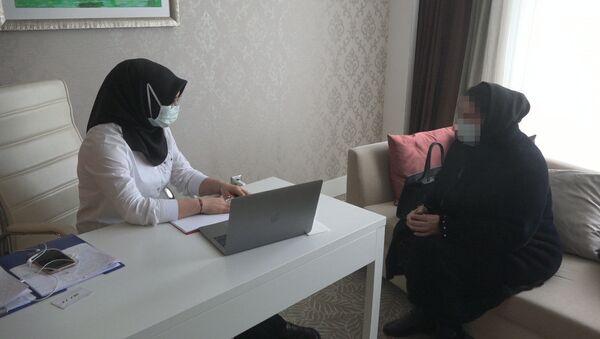 Психолог во время приема - Sputnik Азербайджан