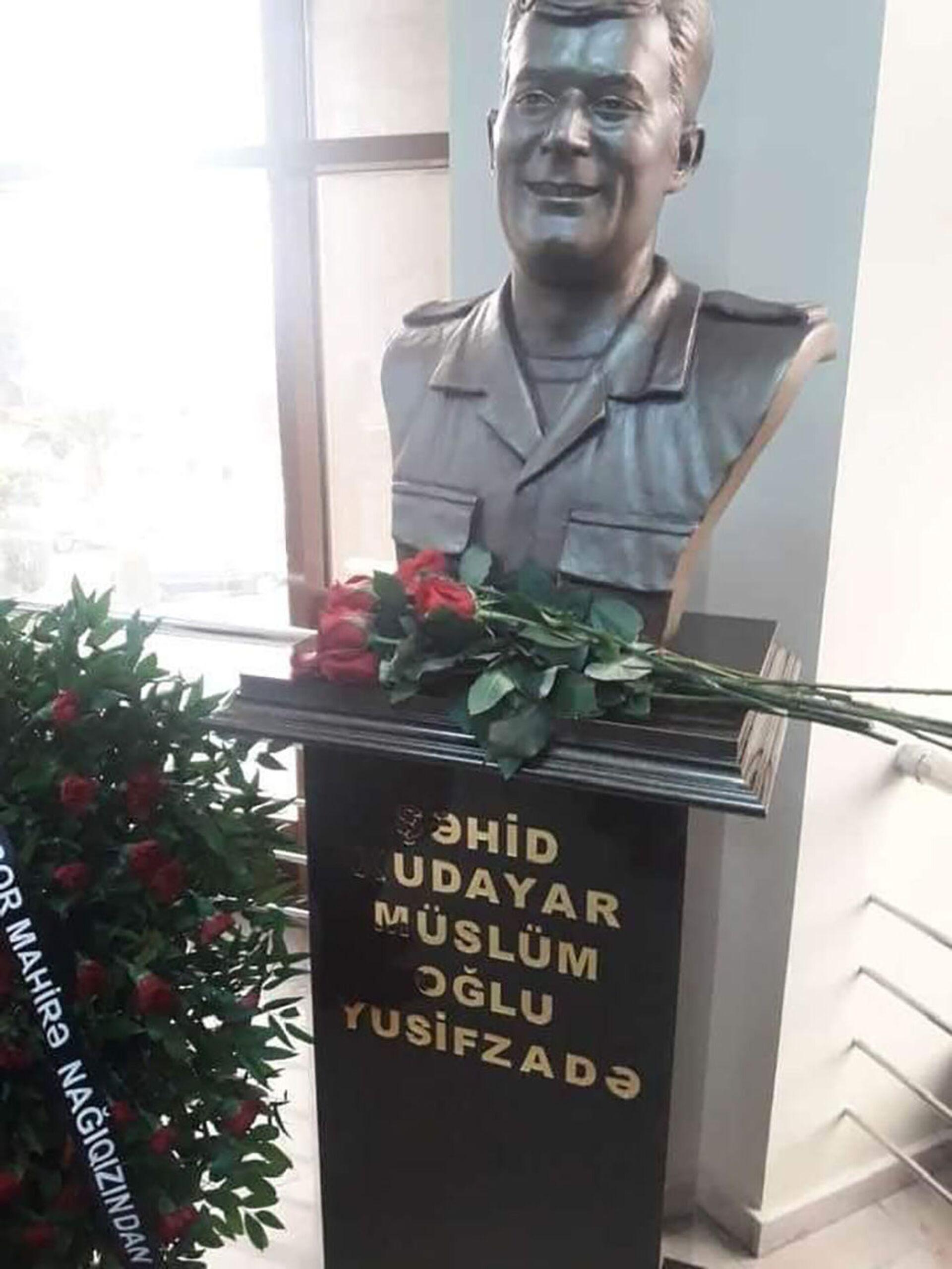 Бюст Худаяра Юсифзаде установили в бардинской школе, в которой он учился - Sputnik Азербайджан, 1920, 19.02.2021