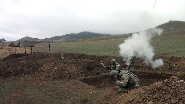 Минометные батареи проводят учебные тренировки с боевой стрельбой - Sputnik Азербайджан