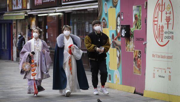 Люди в китайском квартале в Лондоне, фото из архива - Sputnik Азербайджан