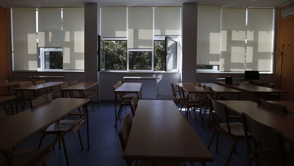 Пустой школьный класс, фото из архива - Sputnik Azərbaycan