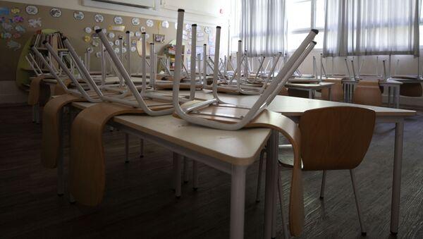 Пустой школьный класс, фото из архива - Sputnik Азербайджан