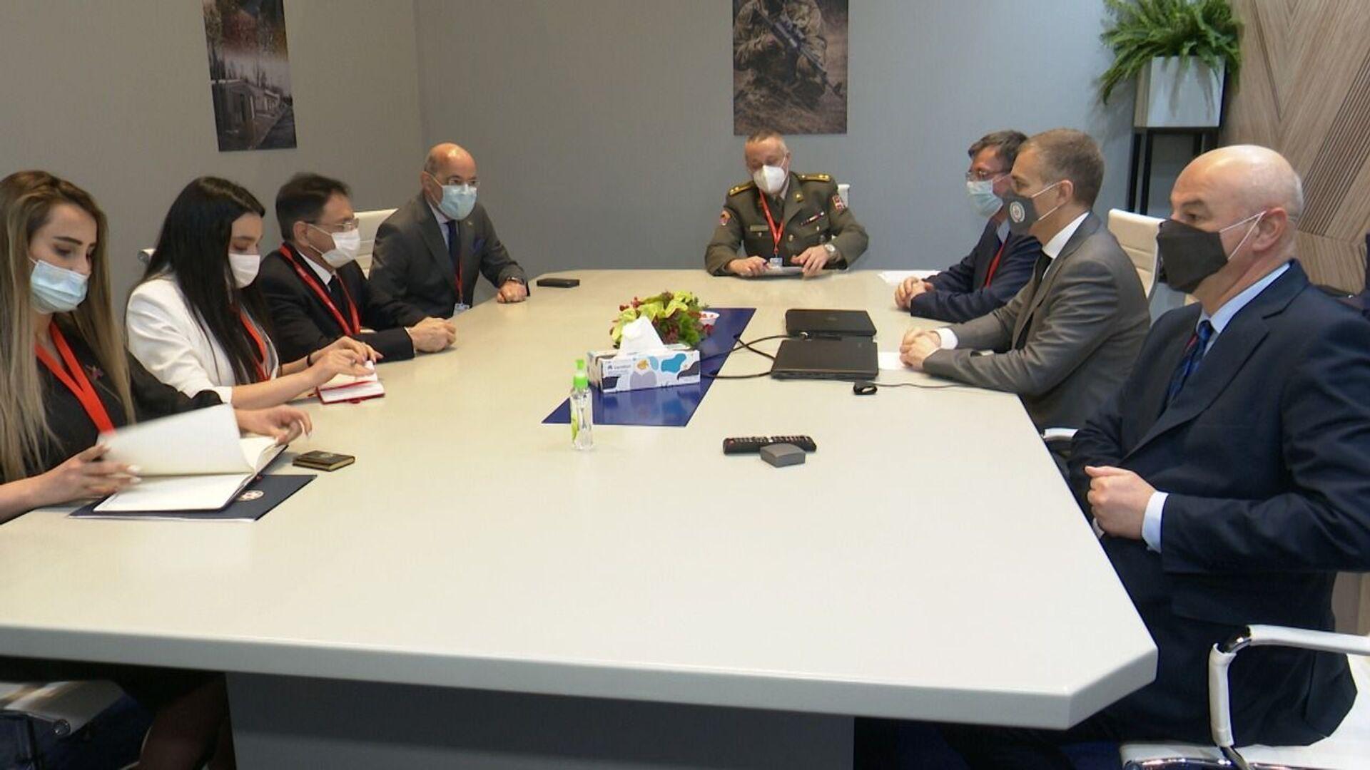Министры Азербайджана и Сербии обсудили перспективы военно-технического сотрудничества - Sputnik Азербайджан, 1920, 22.02.2021