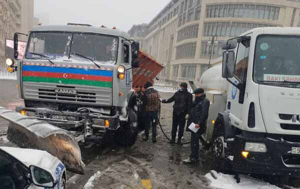 Снегоуборочная техника в Баку, 24 февраля 2021 года - Sputnik Азербайджан