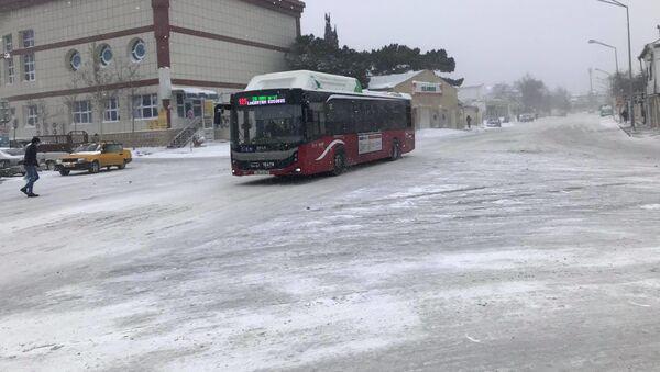 Ситуация в Баку после снегопада, 24 февраля 2021 года - Sputnik Азербайджан