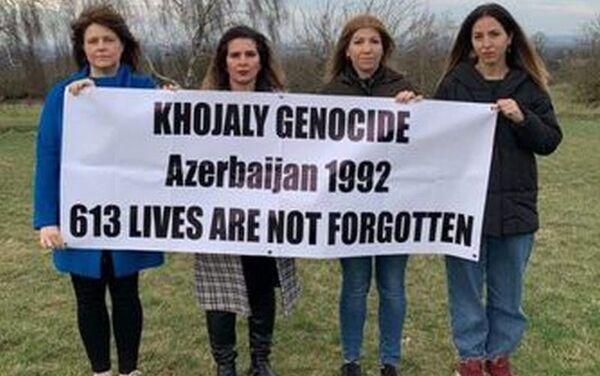Флешмоб, посвященный годовщине Ходжалинского геноцида в Британии - Sputnik Азербайджан