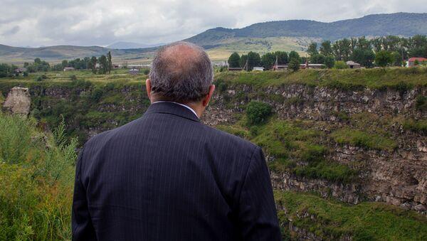 Президент Армен Саркисян у крепости Лори берд - Sputnik Azərbaycan