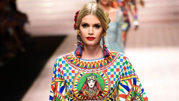 Племянница принцессы Дианы Китти Спенсер стала лицом Dolce & Gabbana  - Sputnik Азербайджан
