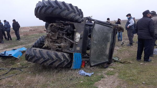 Traktor yol-nəqliyyat hadisəsi - Sputnik Azərbaycan