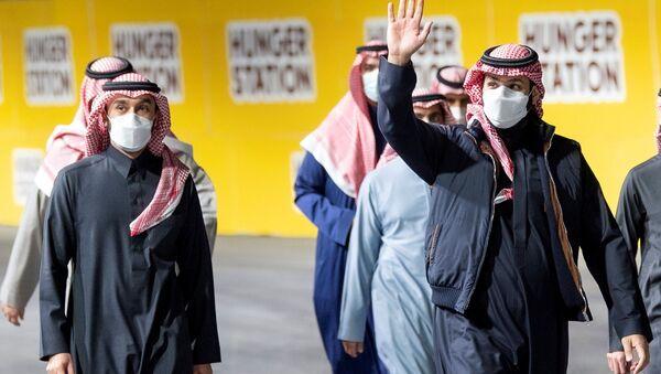 Пандемия коронавируса - представители королевской семьи Саудовской Аравии в масках в Эр-Рияде - Sputnik Азербайджан
