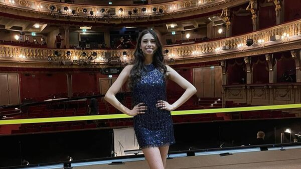 Супруга азербайджанского музыканта Абузара Манафзаде, австрийская певица Карен Онидиа  - Sputnik Азербайджан