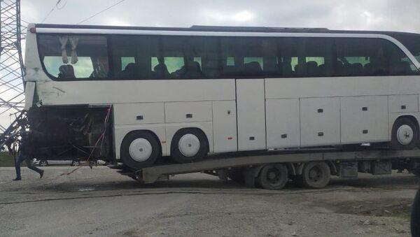 В Сумгайыте поезд столкнулся с автобусом - Sputnik Азербайджан