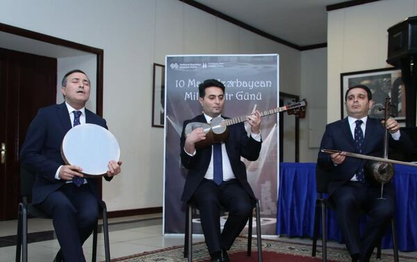 Церемония вручения медалей деятелям культуры по случаю Дня национального театра - Sputnik Азербайджан
