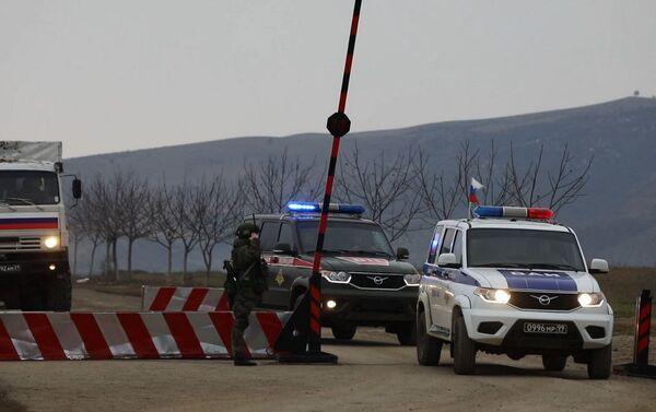 Доставка гуманитарной помощи российскими миротворцами в Кельбаджарский район - Sputnik Азербайджан