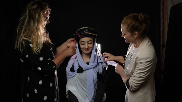 За кулисами съемки проекта The Ethnic Origins of Beauty (девушка-ЕЗИДКА) - Sputnik Азербайджан
