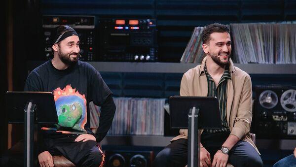 Известный российский исполнитель азербайджанского происхождения Jony (Джахид Гусейнли) с коллегой Мотом - Sputnik Азербайджан