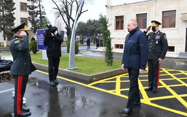 Президент Ильхам Алиев принял участие в открытии новопостроенной N-ской воинской части Внутренних войск - Sputnik Азербайджан