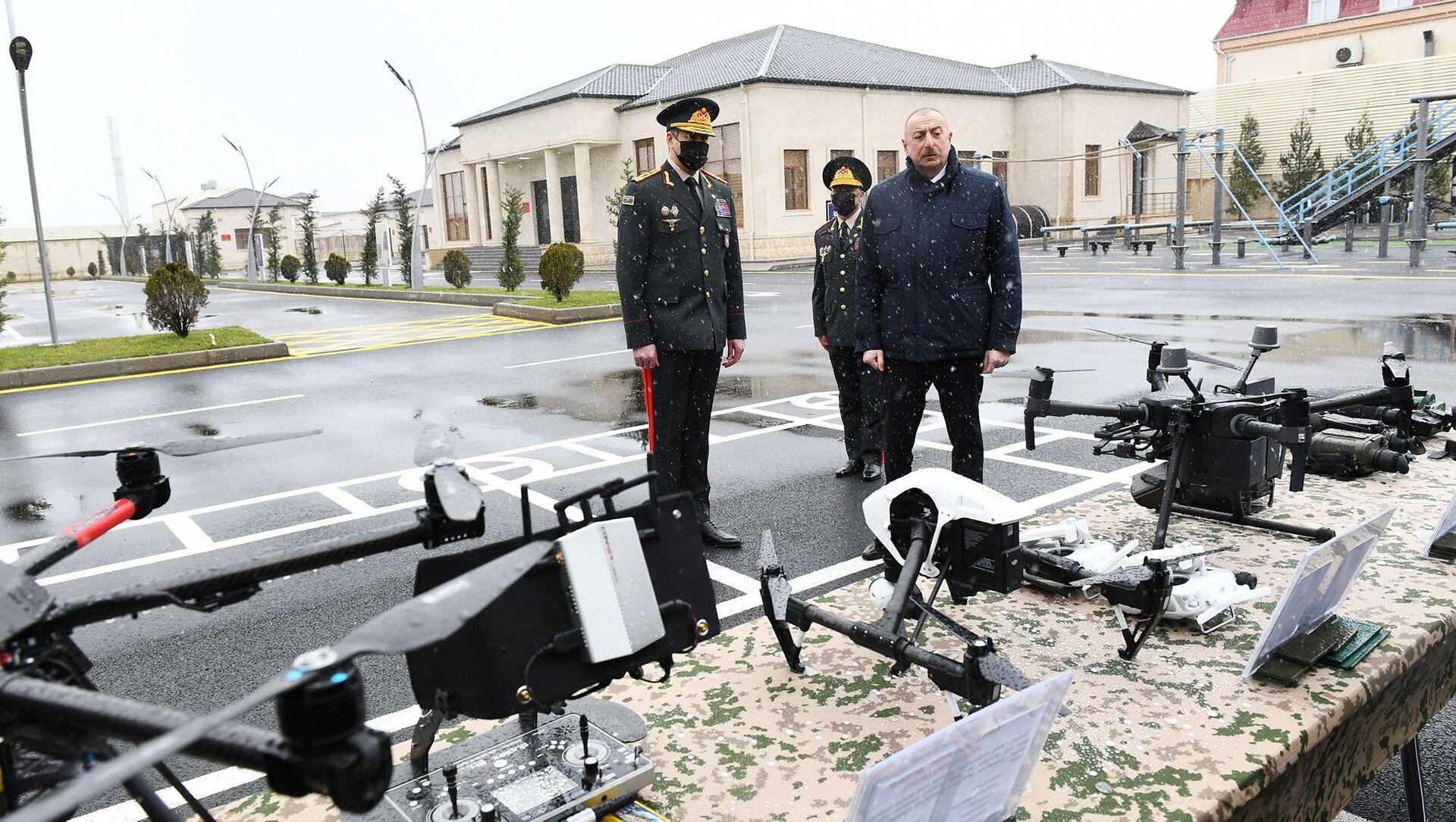 Президент Ильхам Алиев принял участие в открытии новопостроенной N-ской воинской части Внутренних войск - Sputnik Азербайджан, 1920, 12.03.2021