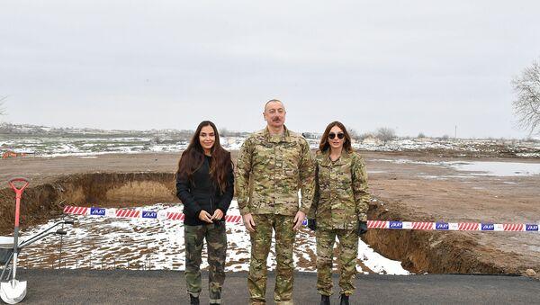 Президент Ильхам Алиев, первая леди Мехрибан Алиева и их дочь Лейла Алиева посетили Физулинский и Ходжавендский районы - Sputnik Азербайджан