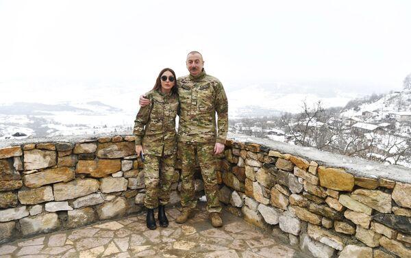 Президент Ильхам Алиев и первая леди Мехрибан Алиева Физулинский и Ходжавендский районы - Sputnik Азербайджан