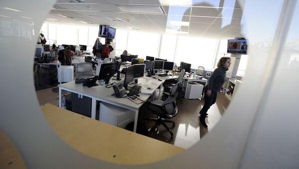 Работа в офисе, фото из архива - Sputnik Azərbaycan