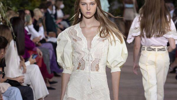 Какие платья носить этим летом? 15 идей - Sputnik Азербайджан
