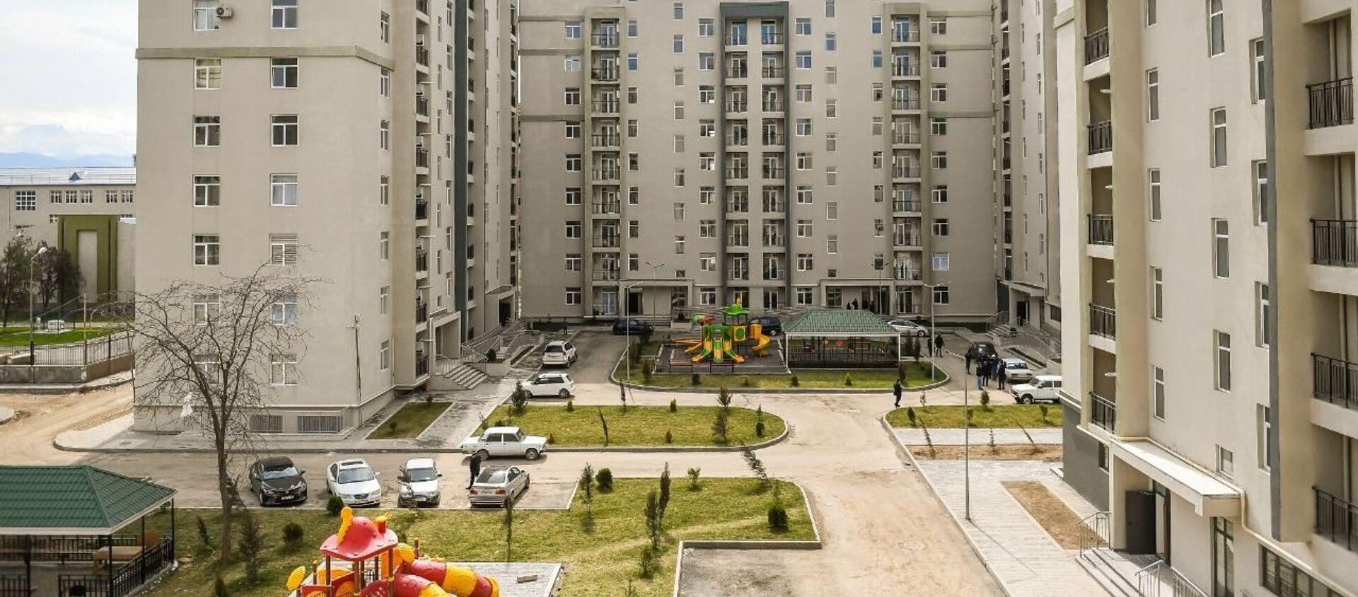 Группе граждан, чьи дома разрушены вследствие ракетных ударов Армении по Гяндже, предоставлены новые квартиры - Sputnik Азербайджан, 1920, 22.03.2021