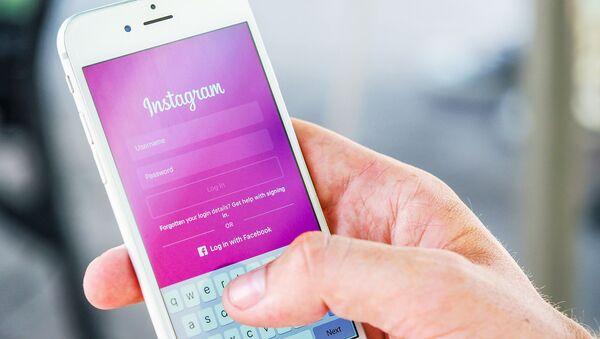 Instagram: защищая подростков - Sputnik Азербайджан