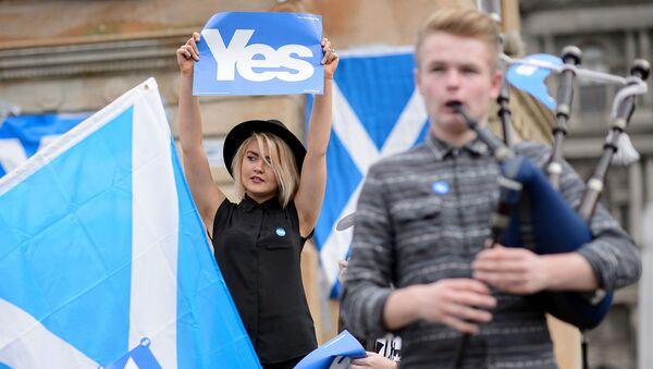 Митинг в преддверии референдума в Шотландии, 17 сентября 2014 года  - Sputnik Азербайджан