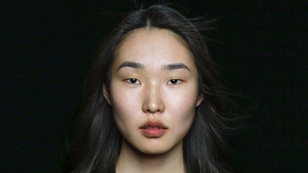 Девушка из нивхской этнической группы в проекте The Ethnic Origins of Beauty - Sputnik Азербайджан