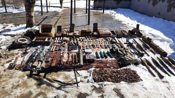 Оружие и боеприпасы, брошенные армией Армении - Sputnik Азербайджан